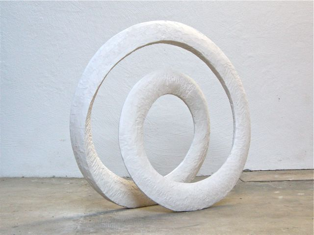 Two loops, 2013, gypsum, 90 x 95 x 30 cm