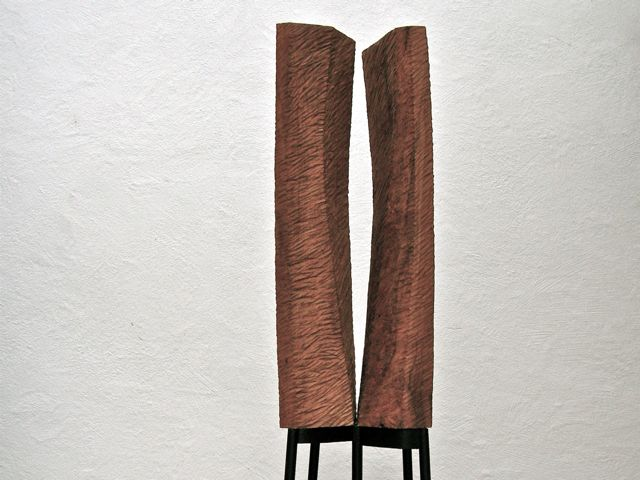 Between, 2013, Kirsche, 40 x 35 x 100 cm