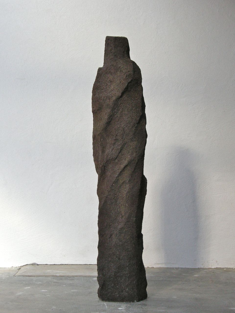 Ancient shape II, 2013, concrete, 30 x 20 x 140 cm